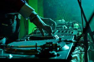 Услуги DJ в Москве